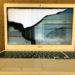 パソコンを落とした時にかかる画面割れの修理代金は?