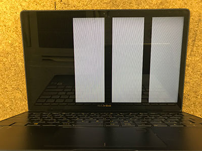 ZenBook 3 画面に線