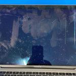 MacBook Air 2019 液晶画面割れ