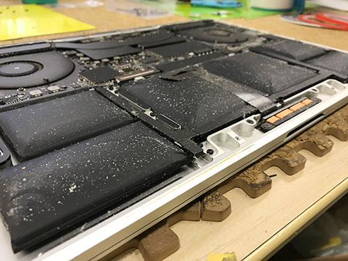 A1990 バッテリー膨張、交換